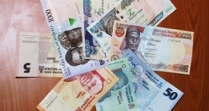 Naira crashes to 516 as dollar scarcity widens
