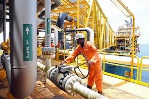 Fears Of Massive Job Loss Grip Oil Industry