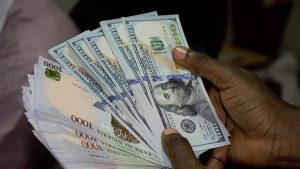 Dollar sells for N450 in parallel market