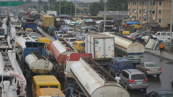 Trucks, tankers barred from roads in Lagos