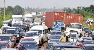 Gridlock: Lagos Begins Evacuation of Articulated Vehicles on Apapa- Oshodi Expressway