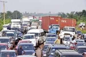 Gridlock: Lagos Begins Evacuation of Articulated Vehicles on Apapa- Oshodi Expressway