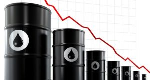 Oil records second monthly drop, unsold cargoes increase