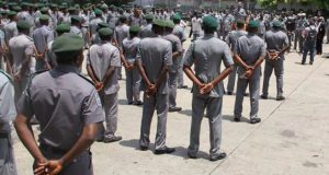 Customs urged to reward officers' gallantry