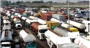 Apapa gridlock: Agents reject movement of containers in barges