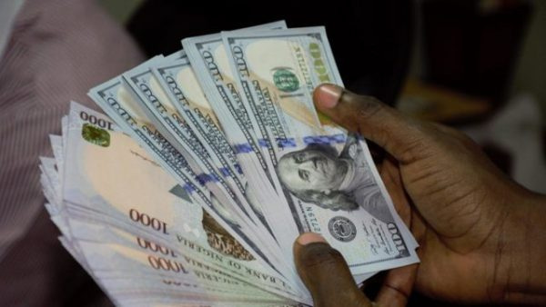 Naira plunges, exchanges for N440/$
