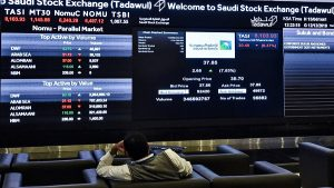 Saudi stocks lead Gulf bourses down after oil slump