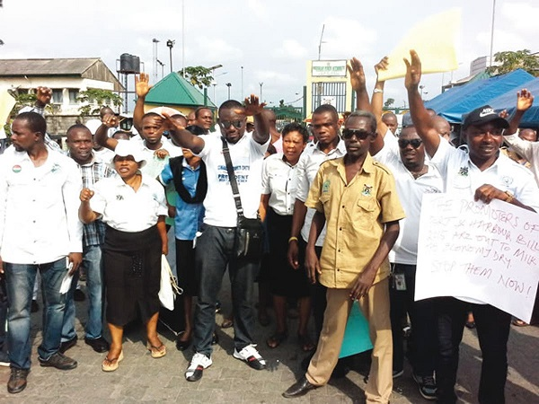 Union asks dock employers to obey government directives