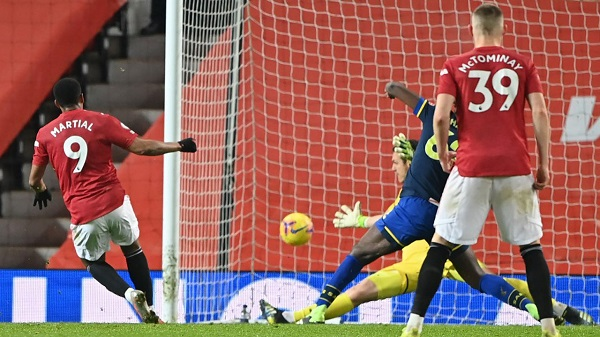 Man Utd equal record with nine-goal blitz, Arsenal lose at Wolves