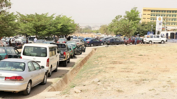 Nigerians scramble for fuel as price hike, scarcity spread