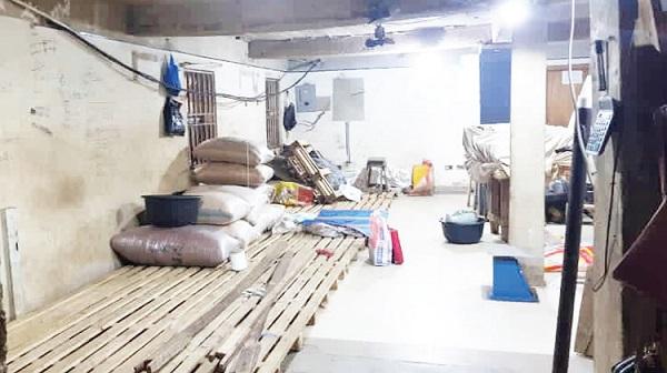 Controversy as Customs invade Lagos market, cart away rice, money